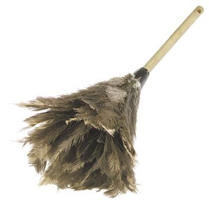Carlisle Foodservice 24 in. Wood Feather Duster C4574300