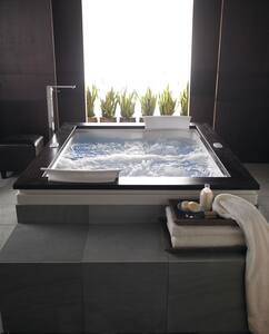 JACUZZI® Fuzion® 71-3/4 x 59-3/4 in. Whirlpool Drop-In Bathtub with Center Drain in Black JFUZ7260CCL5CWB