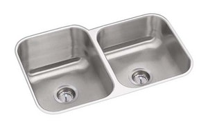 PROFLO® Plomosa 31-3/4 x 20-1/2 in. No-Hole Double Bowl Undermount Kitchen Sink in Stainless Steel PFUC908A