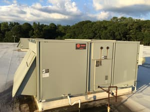 Trane 15 Tons 460V Three Phase Standard Efficiency Downflow Packaged Gas or Electric Unit TYSD180F4RLA1AKL