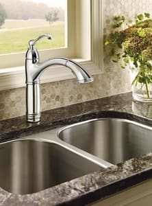 Moen Brantford™ Single Handle Pull Out Kitchen Faucet in Polished Chrome M7295