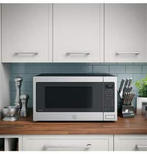 GE Appliances Profile™ Series 2.2 cf Countertop Sensor Microwave Oven in Stainless Steel GPES7227SLSS
