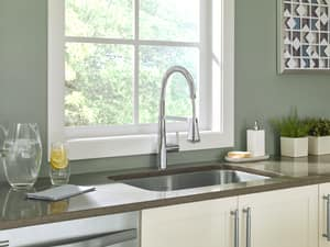 American Standard Edgewater™ 1-Hole Semi-Professional Kitchen Faucet with Single Lever Handle A4932350