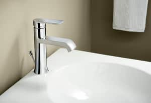 Moen Genta™ 1-Hole and 3-Hole Lavatory Faucet with Single Lever Handle in Polished Chrome M6702