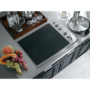 General Electric Appliances Profile™ Series 30 in. Built-in Clean Cooktop GPP912SM